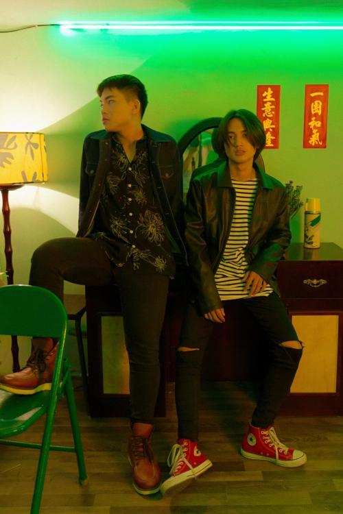 Trọng Tài và Thanh Sang trong MV HongKong 1.