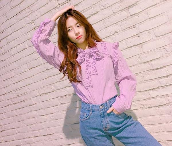 Phong cách ăn mặc của Do Hee là gợi ý lý tưởng cho những cô nàng muốn hack cả tuổi tác và chiều cao.