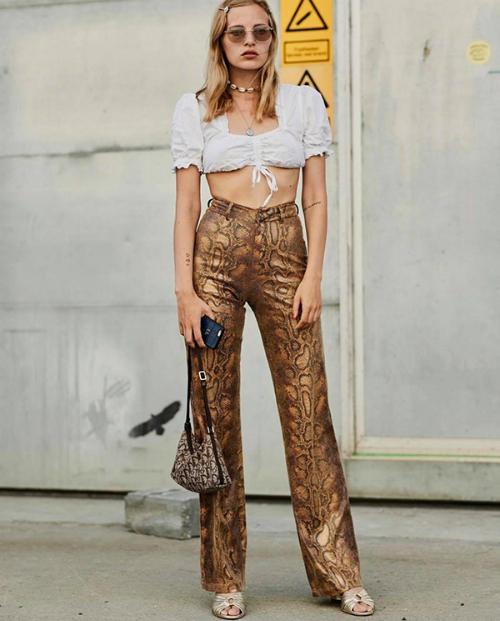 Tại London, Milan vừa qua, thời điểm các tuần lễ thời trang diễn ra là lúc các fashionista được dịp trưng trổ khả năng cập nhật, ứng dụng các xu hướng mới.