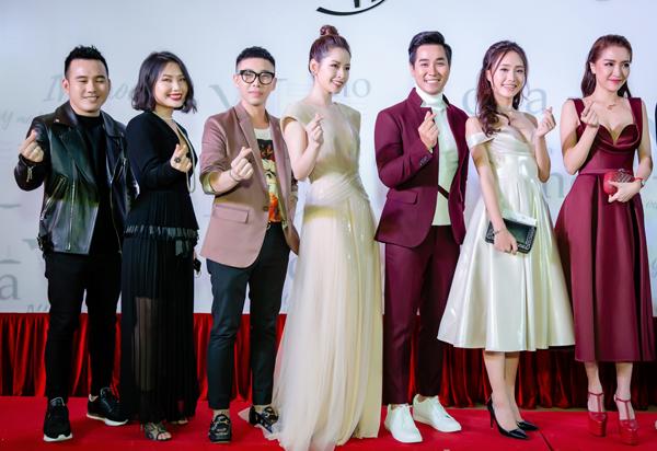Sự kiện còn có sự tham gia của những gương mặt nổi tiếng Vbiz như NTK Lê Thanh Hòa, ca sĩ Bích Phương...