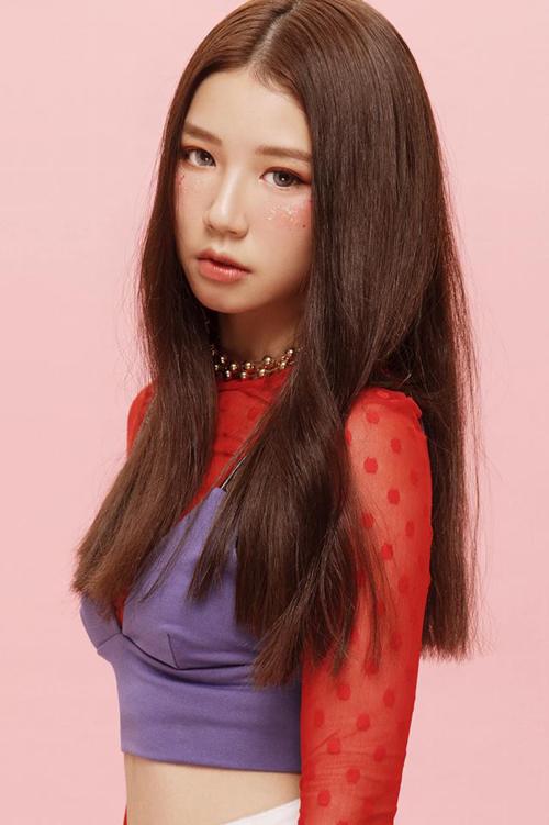 Được biết, đạo diễn của MV Hongkong1 - Khương Vũ khi thấy ảnh Huyền My trên mạng đã trực tiếp liên hệ quản lý của ST.319 - Aiden mời My đóng MV.
