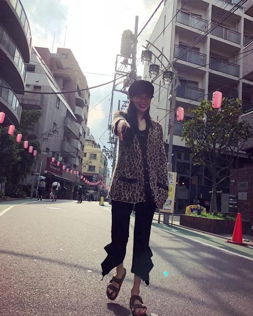 Hyun Ah tung ảnh rạng rỡ đi chơi cuối tuần, fan đoán bạn trai EDawn của cô nàng chính là người chụp.