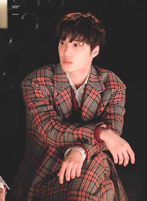 Kai chưa từng khiến fan thất vọng khi tham gia các sự kiện. Chỉ cần mặc đồ hiệu, ngồi yên thì thành viên EXO cũng hoàn hảo như lên tạp chí.