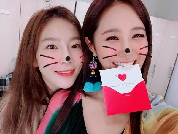 Sau Yoon Ah và Hyo Yeon, đến lượt trưởng nhóm Tae Yeon nhiệt tình cổ vũ sân khấu âm nhạc solo  của Yuri.