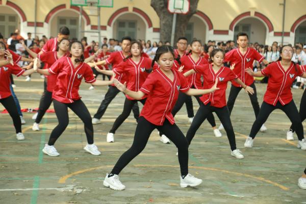Teen Marie Curie hóa Chi Pu, nhảy Đóa hoa hồng cực sung - 7