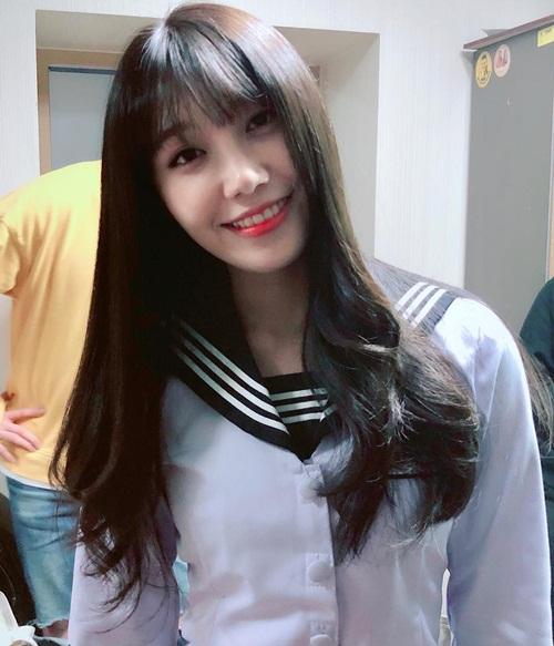 Jung Eun Ji mặc váy thủy thủ hóa thân thành nữ sinh cấp 3 xinh xắn.