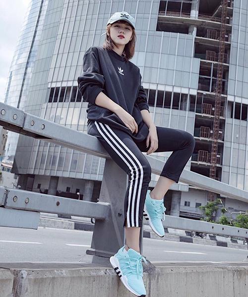 Style khỏe khoắn giúp Phương Ly luôn trẻ trung ăn đứt nhiều đàn em.