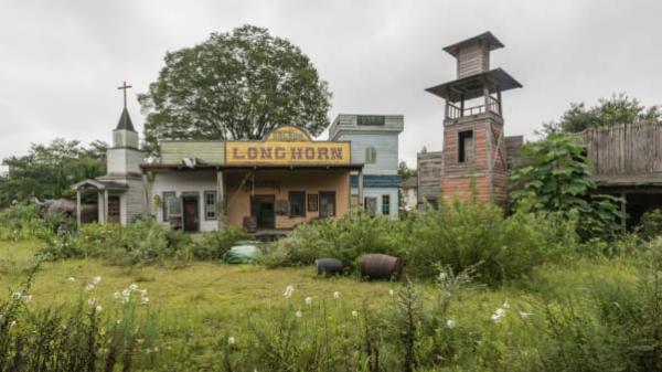 Khám phá công viên bị bỏ hoang như phim trường kinh dị ở Nhật - 1