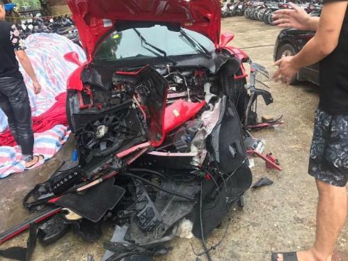 Siêu xe Ferrari hơn 15 tỷ của Tuấn Hưng gặp tai nạn.