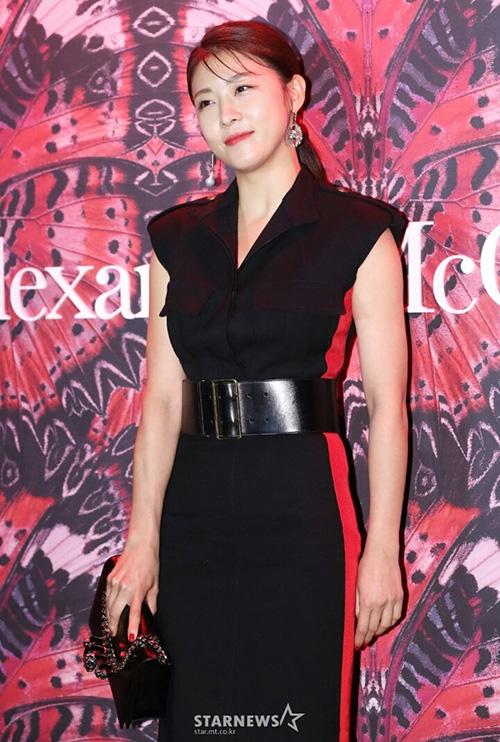 Ha Ji Won căng tràn sức sống ở tuổi 40.