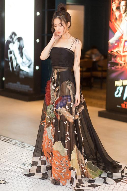 Dàn sao đến chúc mừng Hoàng Thùy Linh ra mắt MV
