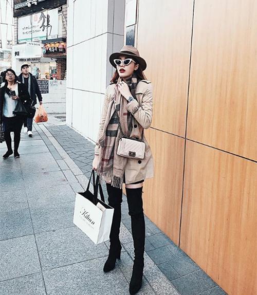 Những chuyến du lịch, công tác của Kỳ Duyên luôn được kết hợp cùng shopping hàng hiệu.