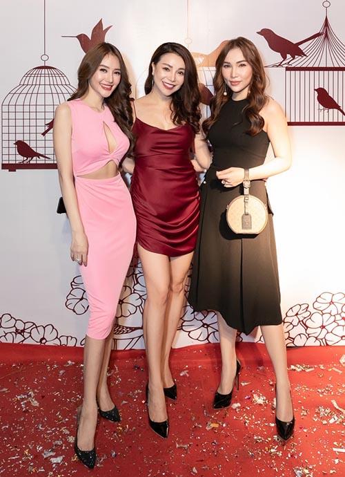 Nhiều bạn bè, đồng nghiệp của họ như người mẫu Linh Chi, Quỳnh Thư đã đến chúc mừng và thưởng thức các món ăn của quán.