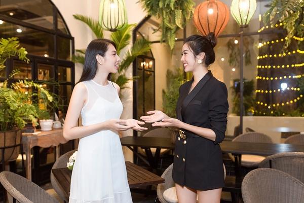 Đến nay, Á hậu Thúy Vân trong những người đẹp Việt Nam mang thành tích cao nhất tại các cuộc thi sắc đẹp quốc tế. Cô tặng cho đàn em chiếc áo khoác từng mặc khi sang Nhật dự thi như lời chúc may mắn.