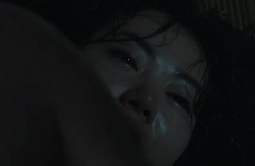 Ánh mắt đờ đẫn khi bị hiếp dâm của Lan cave khiến khán giả ám ảnh.