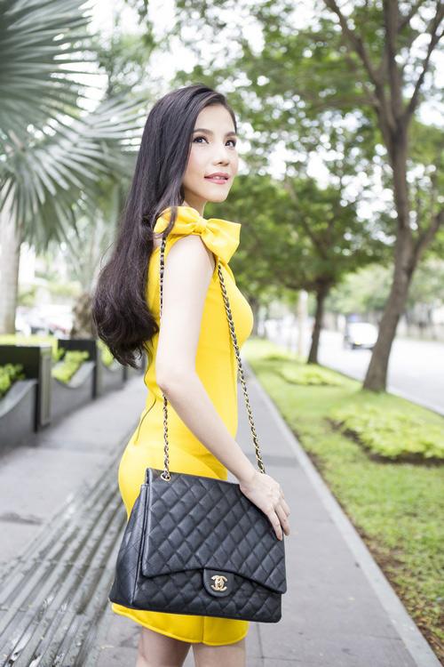 Hương Giang đang lăng xê trở lại xu hướng thịnh hành từ 5 năm trước, cho thấy kiểu váy này chưa bao giờ lỗi mốt.