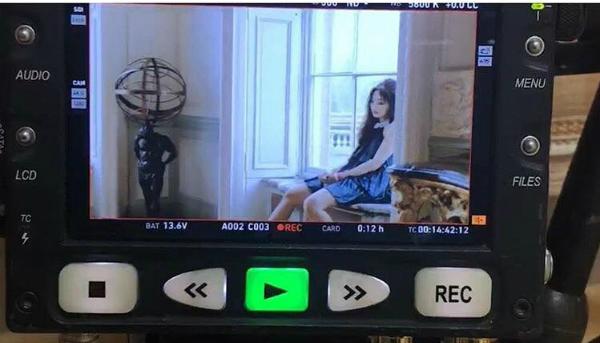 Giám đốc Yang nhá hàng MV của Jennie.