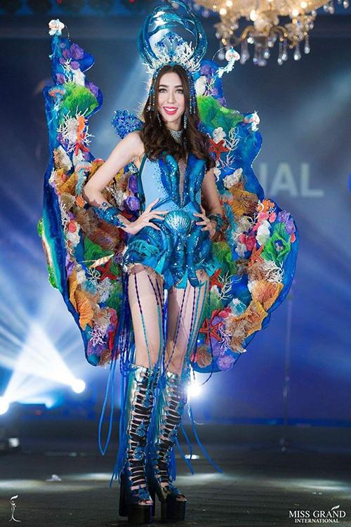 Trang phục dân tộc của thí sinh đến từ Indonesia.