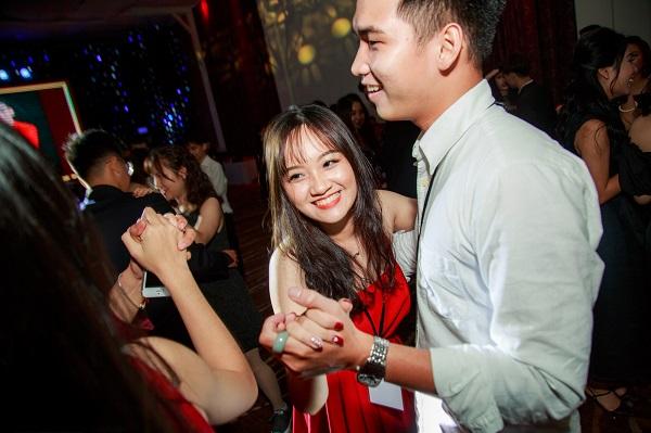 Teen Nguyễn Khuyến khiêu vũ chất như Tây trong prom hoành tráng - 7