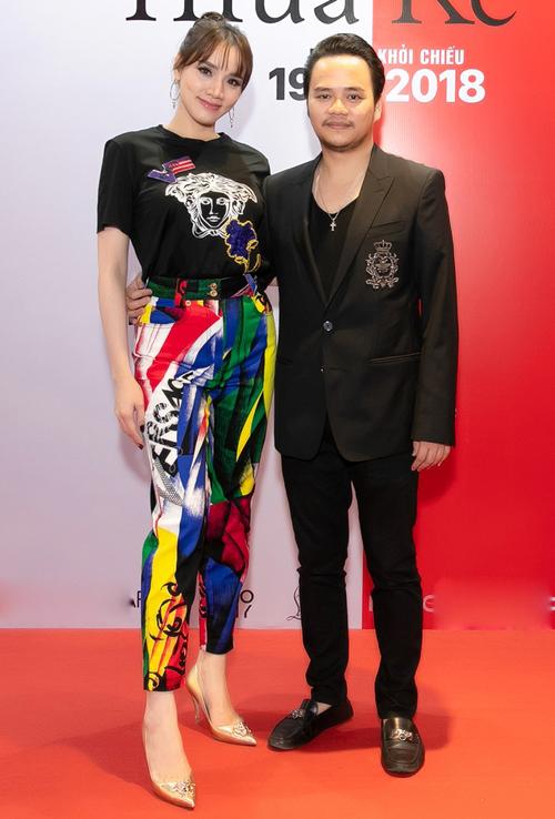 NSX Trang Nhung và đạo diễn Hoàng Duy cho biết đã không ngại chi mạnh cho khoản trang phục lên đến tiền tỷ cho diễn viên trong phim.