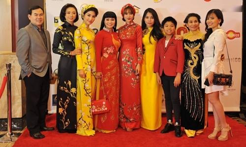 Ngô Thanh Vân - Diễm My 9x - Lan Ngọc mặc áo dài ra mắt phim ở Mỹ