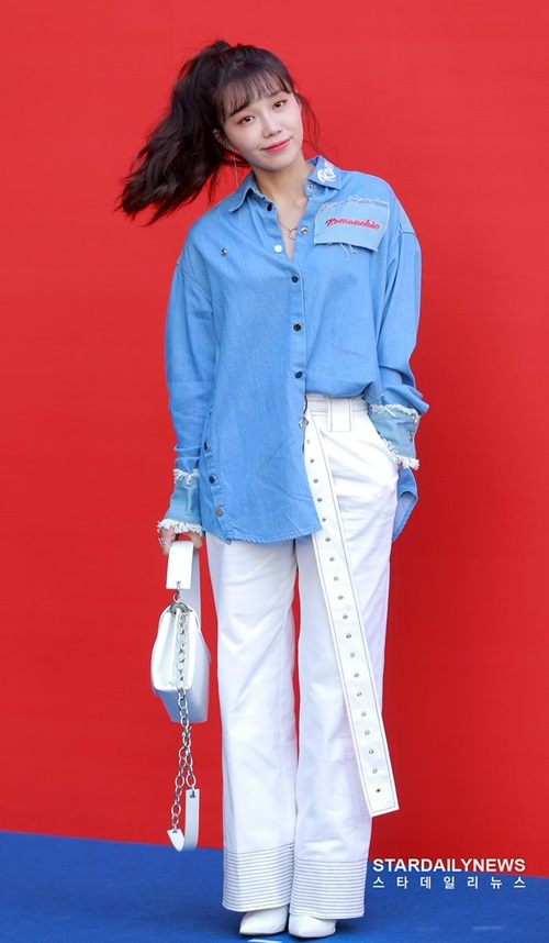 Eun Ji chuộng những trang phục tomboy, năng động.