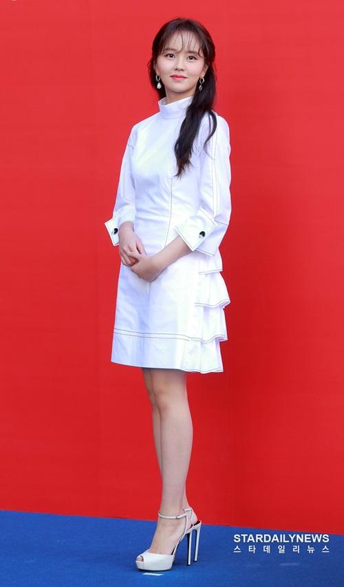 Nữ diễn viên sinh năm 1999 đẹp trong veo, thơ ngây chuẩn mối tình đầu.
