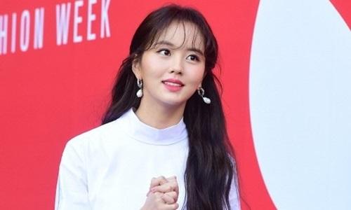 Tuần lễ thời trang Seul: Kim So Hyun đẹp trong veo, Ji Yeon nhợt nhạt