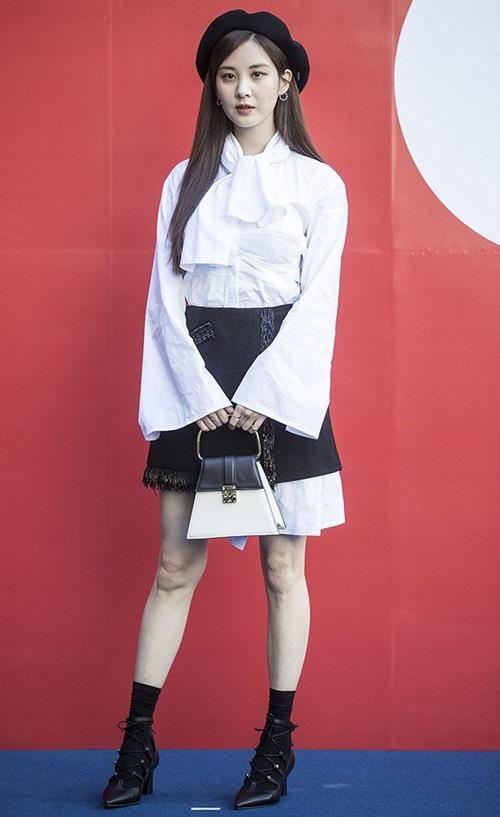 Seo Hyun biến đổi phong cách liên tục ở Tuần lễ thời trang. Em út SNSD đội mũ beret - item gây sốt gần đây.