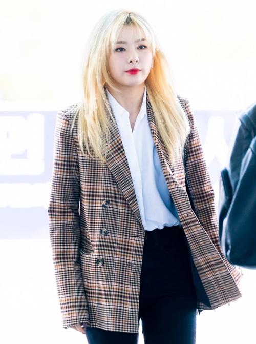 Những mẫu áo vest kẻ thanh lịch được lòng nhiều thần tượng nữ. Seul Gi