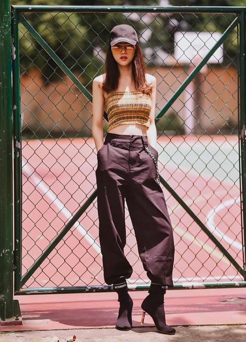 Khoản hàng hiệu cũng được Hương Giang đầu tư mạnh tay hơn. Không chỉ lúc ở trên thảm đỏ mà ngay cả ở đời thường, phong cách của cô cũng lên đẳng cấp đáng kể, không còn xuề xòa như xưa.