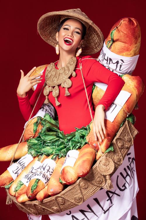 Sau khi hoàn thiện, trang phục này tiếp tục tạo nên sự tranh cãi. Nhiều người thích thú với ý tưởng giới thiệu món ăn truyền thống của người Việt Nam đến bạn bè quốc tế thông qua một cuộc thi sắc đẹp, bên cạnh đó không ít khán giả lo ngại, một bộ cánh đính đầy bánh mì khó lòng thể hiện được sự sang trọng, đặc biệt là trên một sân khấu lớn.