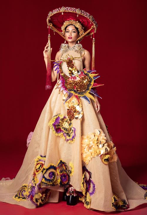 6 bộ quốc phục của HHen Niê ở Miss Universe: Từ bản vẽ ra đời thực - 8