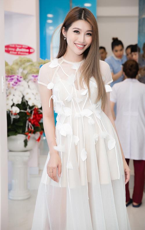 Sự kiện còn có sự góp mặt của người mẫu Chế Nguyễn Quỳnh Châu.