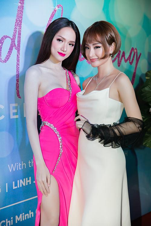 Angela Phương Trinh đổi kiểu tóc búp bế đọ dáng với Hương Giang - 5