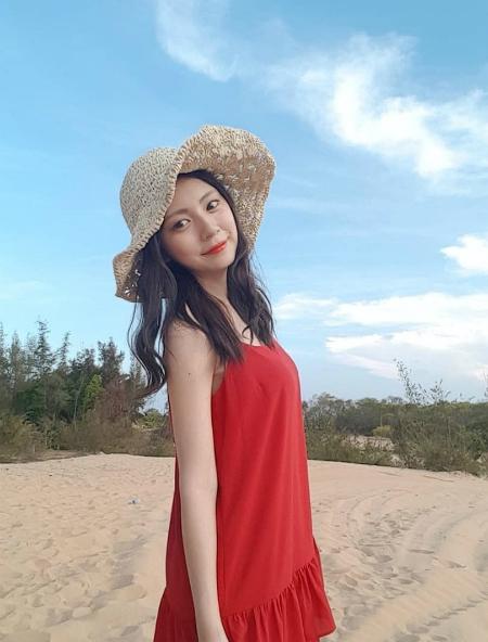 Jo Young nhiều lần sang du lịch Việt Nam. Cô nàng chia sẻ bản thân rất thích Việt Nam và đang chăm chỉ học tiếng Việt để có thể giao tiếp với người hâm mộ.