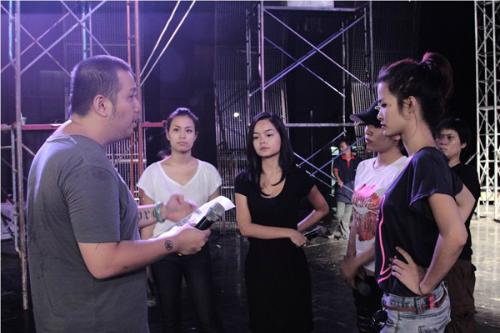 Trước đó, tin đồn tình cảm giữa Quang Huy và Phạm Quỳnh Anh liên tục được đặt ra. Tuy nhiên cả hai chưa một lần thừa nhận. Mãi đến tháng 3/2012, cả hai mới lên tiếng xác nhận chuyện tình cảm và công bố sẽ tổ chức hôn lễ vào tháng 5/2012 tại TP HCM.