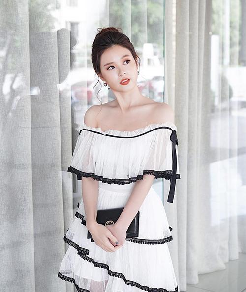 Midu diện váy điệu đà như công chúa đi dự một sự kiện làm đẹp.