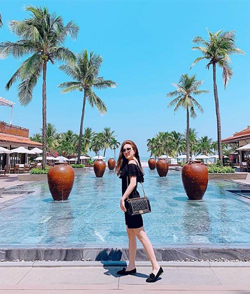 Bảo Thy liên tục đi nghỉ dưỡng ở resort sang chảnh.