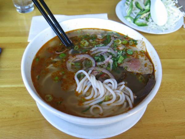 Báo Tây điểm danh 9 món ăn sáng nức tiếng của Việt Nam - 6