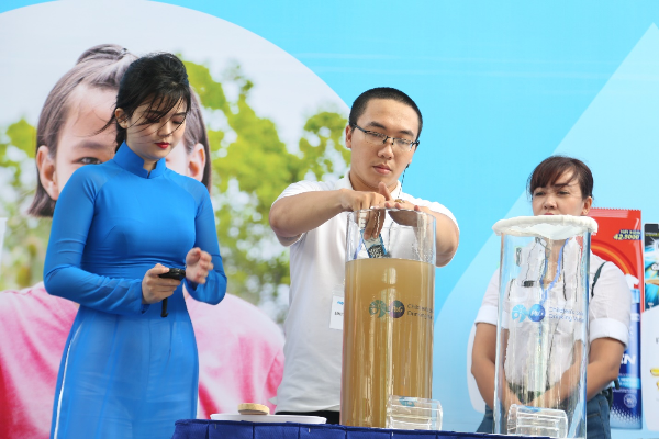 Hoàng Bách và mẹ kêu gọi ủng hộ Nước uống sạch cho trẻ em - 3