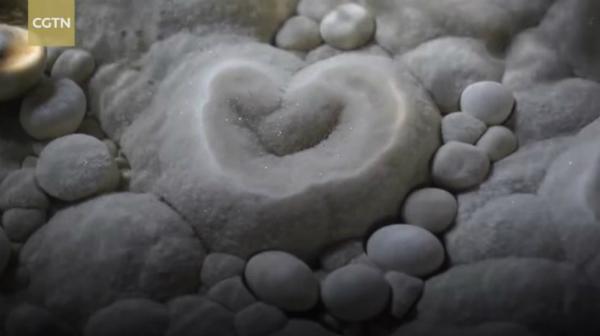 Zang cho biết thêm những hang động như thế này là bằng chứng quan trọng để nghiên cứu sự tiến hóa của trái đất vì sự hình thành của nó không phải một sớm một chiều. Ông cho hay: Những hang động khổng lồ như thế này được hình thành do sự tác động tự nhiên, đa phần được hình thành bởi sự sụp đổ và có liên quan đến những dòng sông dưới lòng đất. Sự kiến tạo hang động không phải quá trình một bước ra kết quả. Những hang động có tuổi thọ hơn hai triệu năm.