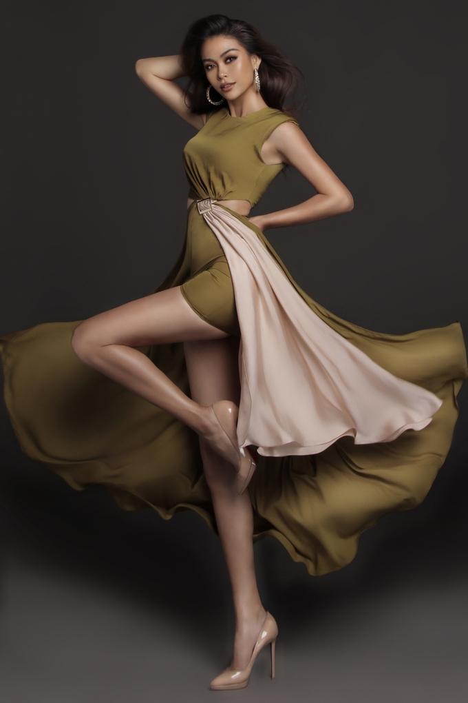 <p> Sau khi đăng quang Á hậu 2 Hoa hậu Hoàn vũ 2017, Mâu Thủy lột xác từ một model sang hình ảnh mỹ nhân với phong cách quyến rũ. Cô được khen ngày một sắc sảo và trưởng thành.</p>