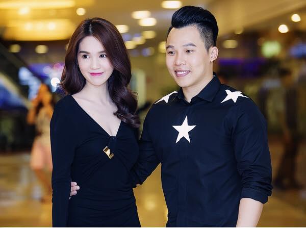 Khi đi sự kiện, Ngọc Trinh và ông bầu cũng luôn chú ý chọn đồ phù hợp phong cách, màu sắc với nhau để có hình ảnh thật đẹp mắt.