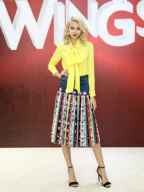 Dù được đánh giá là một fashion icon mới nhưng Phí Phương Anh nhiều lúc cũng phối đồ lỗi như thường vì mê chứng minh gu ăn mặc độc lạ.