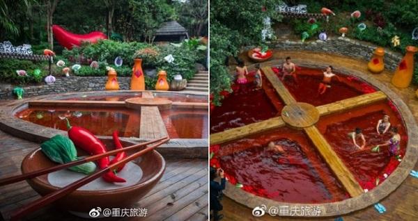Trùng Khánh, một thành phố lớn nằm ở phía tây nam Trung Quốc - nổi tiếng với suối nước nóng cũng như các nhà hàng lẩu kiểu Tứ Xuyên. Gần đây, thành phố này đã kết hợp cả hai ý tưởng trên để tạo nên một địa điểm du lịch cực hot ở quận Shapingba. Suối nước nóng nồi lẩu Trùng Khánh là cái tên được đặt cho ý tưởng này.