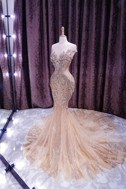 Mẫu đầm dạ hội Phương Nga sẽ mặc trong đêm chung kết Hoa hậu Hòa bình Thế giới.