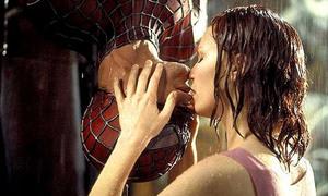 5 nụ hôn kinh điển 'nhắc là nhớ' trong lịch sử điện ảnh