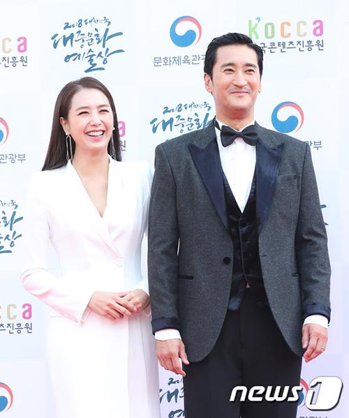Shin Hyun Joon và Lee Ji Ae sẽ đảm nhiệm vai trò dẫn chương trình.