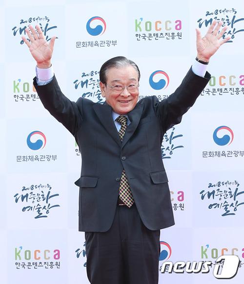 Nam diễn viên kỳ cựu Lee Soon Jae đã quá quen mặt với các khán giả mê phim Hàn thông qua những vai diễn người ông, người bố.